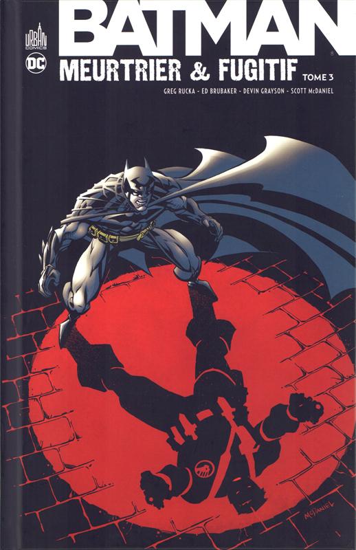 Batman meurtrier et fugitif  T3, comics chez Urban Comics de Grayson, Johns, Rucka, Brubaker, O'Neil, Puckett, Robinson, Cariello, Lieber, Scott, McDaniel, Burchett, Vasquez, Ro, Wright, Wright