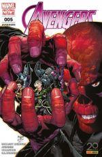 The Avengers (revue) T4 : Extinction des feux (0), comics chez Panini Comics de Waid, Ewing, Kitson, Medina, Ramos, Del Mundo, Barberi, Boyd, Quintana, D'Alfonso, Aburtov, Mossa, Delgado, McNiven, Aja